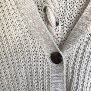 Urban Outfitters Sweaters - FLASH SALE✨ CREAM KNITTED CARDIGAN